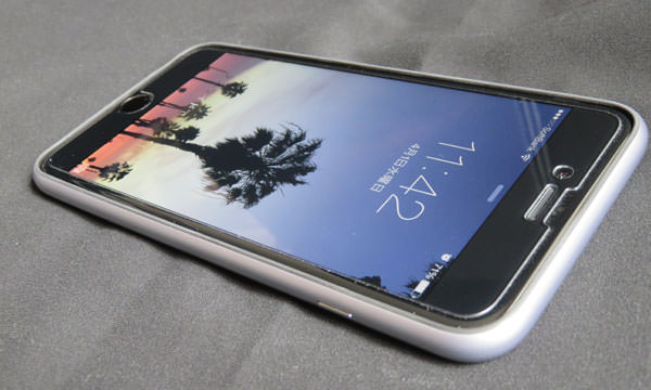POWER SUPPORT Arcバンパーを装着したiPhone6