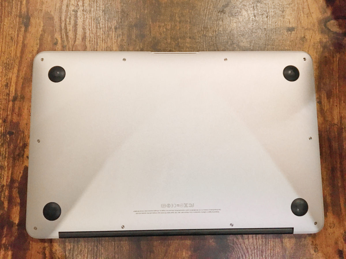 MacBook Air 11インチ (mid2012)のバッテリー交換