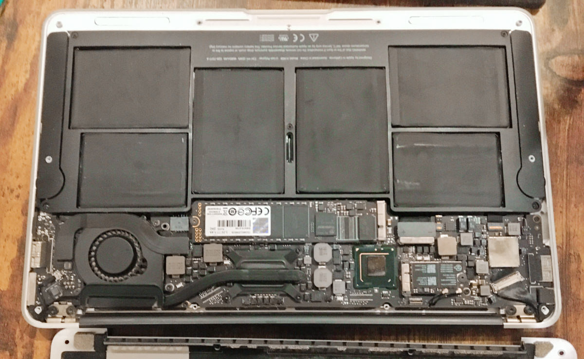MacBook Air 11インチ (mid2012)のバッテリーA1465
